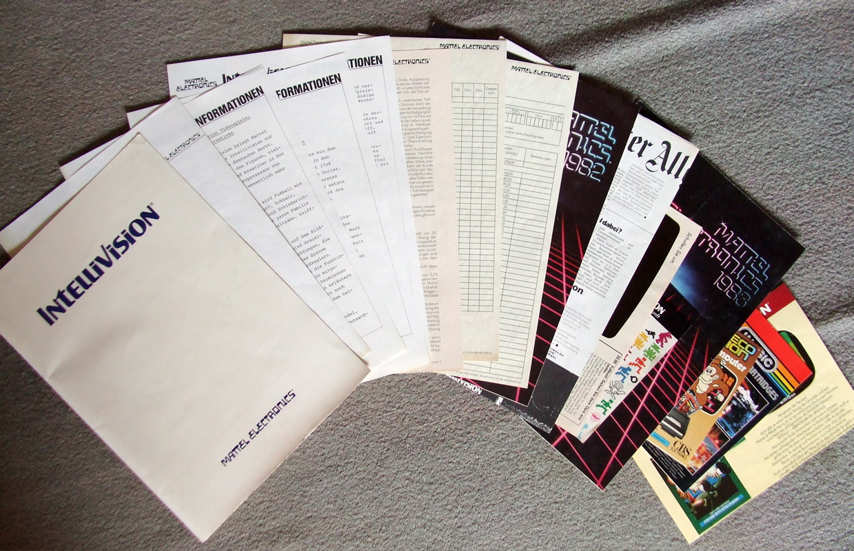 1982 Folder